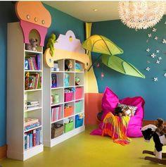 Leseecke-Kinderzimmer-gestalten-sitzsack-bücherregale-wanddeko-malerei