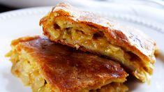 Kaalipiirakka kätkee sisäänsä syksyn sienisaaliin. Voilla mehevöitetty ja kananmunilla ruokaisaksi tuunattu täyte pyöräytetään valmiin voitaikinan väliin. Savory Pastry, Lasagna, Feta, Baking, Ethnic Recipes, Pastries, Bakken, Tarts, Bread