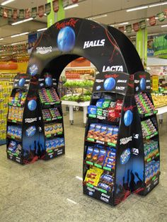 An Arch display is a great way for your stand to be more interactive. TriadCreativeGroup.com