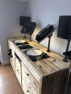 Industrial style reclaimed wooden dj booth custom built for decks and cdjs Home Studio Setup, Music Studio Room, Studio Desk, Recording Studio Home, Dj Setup, Room Setup, Diy Bureau, Turntable Setup, Dj Stand