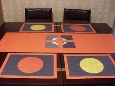 Nekonečné+variace+1+Variabilní+oboustranná+souprava+pro+stolování.+V+nabídce+2+běhouny+-+rozměr+117x40,+4+prostírky+39x28+4+podkafíčka+17x17.+Jednobarevný+materiál+bavlna,+materiál+se+vzorem+směsový.+Jedinečné,+nikde+se+neopakující+kousky,+100%+originál.