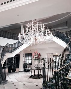 Home decoration allows you to create luxury yet modern interior design projects…. Luxury Homes Dream Houses, Luxury Homes Interior, Luxury Home Decor, Modern Interior Design, Classic Interior, Cafe Interior, Interior Ideas, Modern Decor, Dream Home Design