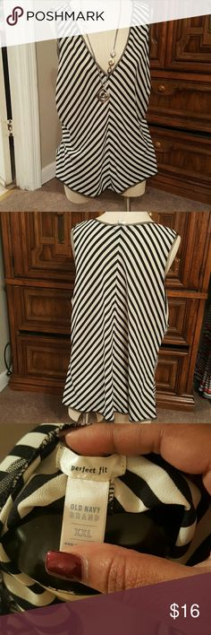 Elegant tank Striped tank. Has a lace trim lining the sleeves. Has a zippered side on the left side of the tank great to wear under a Blazer!! DOES HAVE A FINGER FRAY ON THE LEFT BACKSIDE OF THE BLOUSE..PRICED ACCORDINGLY   MATERIAL : 100% polyester Old Navy Tops