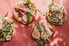 Kijk wat een lekker recept ik heb gevonden op Allerhande! Platbrood met ham, ricotta & vijgen Avocado Egg, Avocado Toast, Tapas, 20 Min, Fodmap, Starters, Finger Foods, Bread Recipes, Zucchini