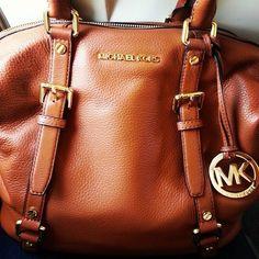 Michael Kors OFF!>> 2016 MK Handbags Michael Kors Handbags not only fashion but get it for Sac Michael Kors, Handbags Michael Kors, Mk Handbags, Fashion Handbags, Designer Handbags, Michael Kors Outlet, Luxury Handbags, Look Fashion, Street Fashion