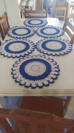 Crochet Placemat Patterns, Easy Crochet Stitches, Crochet Stitches For Beginners, Crochet Flower Patterns, Crochet Art, Doily Patterns, Crochet Home, Crochet Doilies, Crochet Flowers