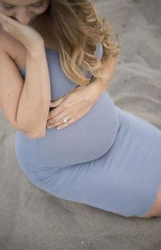 7 Simple Suggestions For What To Wear To Your Maternity Shoot. Maternity Photo Shoot What To Wear Beach Maternity Photos, Maternity Photography Poses, Maternity Poses, Maternity Portraits, Studio Maternity Shoot, Beach Pregnancy Photos, Pregnancy Photo Shoot, Maternity Photo Shoot, Natural Maternity Photos
