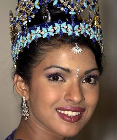 Proof that Priyanka Chopra never stops evolving. Check out 21 times the actress proved she& a beauty chameleon. Priyanka Chopra 2000, Priyanka Chopra Makeup, Miss World 2000, Actress Without Makeup, Sparkles Background, Deepika Padukone, Shraddha Kapoor, Ranbir Kapoor, Beautiful Girl Indian