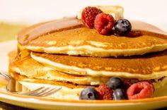Echt een feestelijk verwenontbijt, deze kleine dikke Amerikaanse pannenkoekjes…