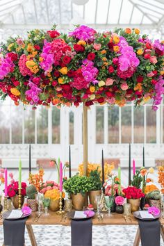 This bold and colorful wedding editorial is inspired by Frida Kahlo and her paintings. It is inspired by the most famous painting Las Dos Fridas (The Two Fridas). Fern Wedding, Mod Wedding, Wedding Flowers, Floral Wedding, Frida Kahlo Wedding, Luxury Wedding Cake, Vintage Inspiriert, Garden Wedding Inspiration, Deco Floral