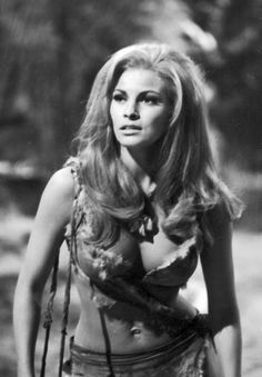 Raquel Welch vintage photos of beautiful woman - Before the days of airbrushing and photo manipulation. What you saw is what you got, naturally beautiful women no filter needed. Check out this collection of the best vintage photos of beautiful woman. Iconic Women, Famous Women, Famous People, Pregnant Actress, Top 5, Timeless Beauty, Iconic Beauty, Bikini Photos, One In A Million