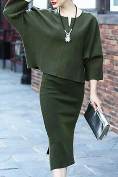 Green Batwing Sleeves Two Piece Dress - Luxe Fashion New Trends - Work Outfits Work Fashion, Modest Fashion, Fashion Dresses, Fashion Looks, Mode Outfits, Fall Outfits, Casual Outfits, Outfit Winter, Dress Winter