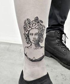 Medusa inaugurando a perninha da queridíssima Stephanie! 😍 Sessão linda e… Jellyfish opening the leg of dearest Stephanie ! Linda Beautiful session and always a pleasure to have you on girl! Tattoos 3d, Finger Tattoos, Body Art Tattoos, Small Tattoos, Cool Tattoos, Tattos, Arabic Tattoos, Pin Up Tattoos, Piercing Tattoo