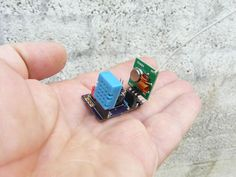 Mini weather station - Get humidity and temperature readings with Attiny85 microcontroller.