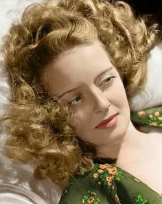 It was said that the difference between Joan Crawford and Bette Davis, aside from looks, was that Bette Davis could shed tears just from cue. Old Hollywood Glamour, Golden Age Of Hollywood, Vintage Glamour, Vintage Hollywood, Hollywood Stars, Classic Hollywood, Vintage Beauty, Hollywood Icons, Hollywood Actresses