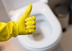 Come rimuovere quegli orrendi segni gialli dal water e farlo tornare come nuovo senza usare le bombe chimiche