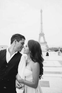 Sesion de fotos en Paris Engagement shoot Paris Seance d'engagement à Paris photographer: www.luciarubio.com