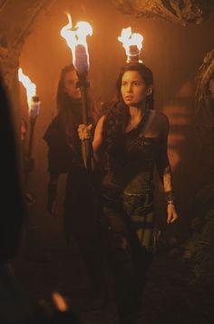 The Shannara Chronicles - Eretria and Amberle Elessedil Ivana Baquero, Poppy Drayton, Shannara Chronicles, Girl Power, Poppies, Entertaining, Concert, Lady, Florence