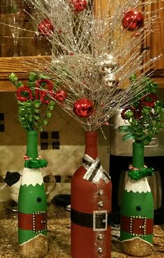 santa and elf wine bottle art
