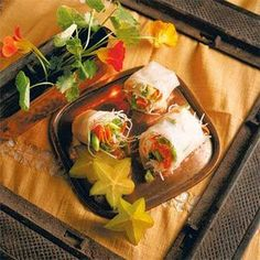 CHILLED SPRING ROLLS - 2 green onions 5 cups bean sprouts (10 ounces) 10 cooked fresh crab legs (each about 2 inche..