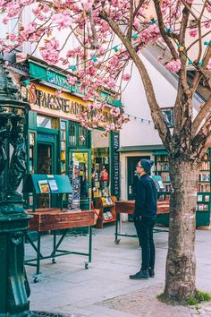 This is the most famous street in the city of Paris. Its tree-lined pathways sweep from the Location de la Concorde to the Arc de Triomphe. Paris Travel, France Travel, Shakespeare And Company Paris, Hotel Des Invalides, Beautiful Paris, Paris Pictures, Triomphe, Paris Photography, Champs Elysees