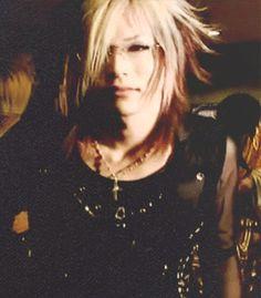 Kouyou Takashima, Uruha, the GazettE. Ohmigosh! He's so cute with glasses! ♡ >ω<