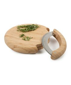 This superb set rocks, quite literally. Ideal for mincing fresh herbs, it comes with a handy mezzaluna that features a sturdy bamboo handle and a cutting board that doubles as a protective cover.