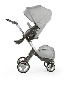No stroller in its class matches smooth ride or innovation of Stokke® Xplory®. The iconic stroller is height adjustable, raising your child higher to promote interaction and eye contact while you expl