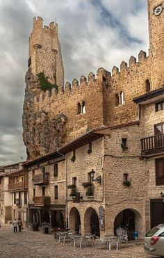 CASTLES OF SPAIN - Castillo de Frias, Burgos. La primera mención de la fortaleza data del año 867. Su misión era defensiva en un punto de alto valor estratégico en la lucha contra los musulmanes. En 1201 se complementa con la construcción de la muralla y pasa a ser propiedad de la corona. El rey Alfonso VIII lo reforma cnn nuevas defensas ya que pasa ser una pieza importante en el control del territorio.