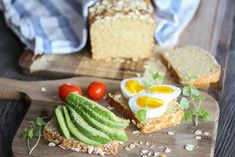 Havrebrød med cottage cheese Foods With Gluten, Cottage Cheese, Avocado Toast, Rolls, Food And Drink, Baking, Breakfast, Desserts, Recipes