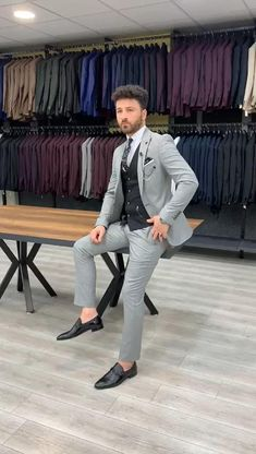 Blazer Outfits Men, Mens Fashion Blazer, Stylish Mens Outfits, Suit Fashion, Best Suits For Men, Suit For Men, Suits For Groom, Formal Suits For Men, Best Wedding Suits For Men