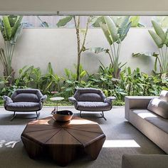 """Petalas"" coffee table and ""Presidencial"" armchairs designed by Jorge Zalszupin are part of @arthurcasas residencial project in Brazil.  The pieces are also on display at ESPASSO NY and ESPASSO Miami.  @leonardofinotti  #braziliandesign #brazilianarchitecture #contemporaryarchitecture #arthurcasas #espassonewyork #espassomiami @herancacultural @etelinteriores"