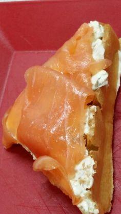 Waffle de Bruxelas com salmão defumado #henriscreperia # cursodewaffle