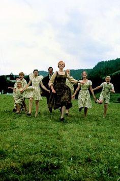 Trajes hechos con las cortinas por María para los niños von Trapp en Sonrisas y Lágrimas