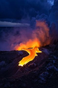 Lava flow after the Sun - Lava Ocean Entry on the Big Island of Hawaii after sunset. Photography by Tom Kualii Nature Pictures, Cool Pictures, Cool Photos, Volcan Eruption, Erupting Volcano, Magic Places, Vida Natural, Lava Flow, Active Volcano