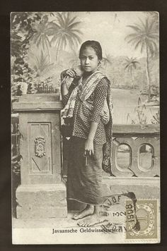 old-indische: Money Changer Girl ~ Java ~ Indonesia ~ 1908 Vintage Pictures, Old Pictures, Old Photos, Indonesian Women, Filipino Culture, Dutch East Indies, Javanese, Asian History, Historical Pictures