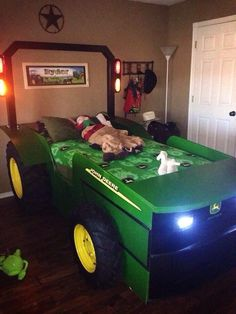 Better not show this to Mitch or he will b finding someone to build it for him, but I don't know if he'd fit in it for long?!  Tractor bed plans , John Deere Style