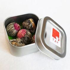 Contains 5 blooms These awe-inspiring Tea Blooms are meant to delight your eyes as well as taste buds. They unfurl when added to water, revealing delicate flowers hidden within. *Tay Tea ships once a