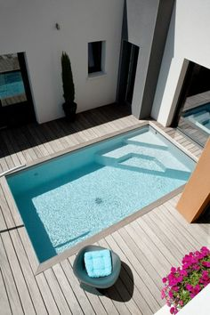 Here are 40 Amazing Backyard Pool Ideas Incredible Pool Designs That Will Make A Splash In Your Backyard Landscaping. tags: backyard ideas, swimming pool design, backyard pool ideas on budget, small backyard pool, backyard pool lanscaping. Pools For Small Yards, Small Swimming Pools, Swimming Pools Backyard, Swimming Pool Designs, Garden Pool, Modern Pool House, Pool House Decor, Modern Pools, Small Above Ground Pool