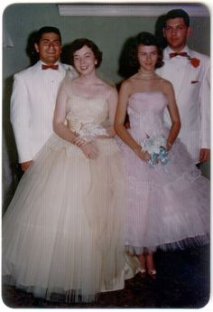 Glamorous Photos That Defined Prom Dresses Through the Years of the ~ vintage everyday 1950s Prom Dress, Prom Dresses, Formal Dresses, Fifties Fashion, Vintage Fashion, Fifties Style, Vintage Prom, Glamour, Prom Colors