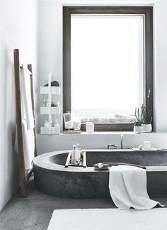 Salle de bain minimaliste #salledebain #SDB #moderne #deco #home http://www.m-habitat.fr/baignoire/formes-de-baignoires/la-baignoire-ovale-468_A