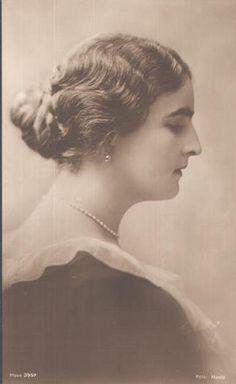 Prinzessin Elisabeth von Rumänien , future Queen Elisabeth of Greece Greek Royalty, Queen Sophia, Grand Duchess Olga, Royal Queen, Grand Duke, Elisabeth, Ferdinand, My Princess, Vintage Photos