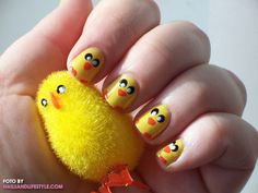 chicks for my niece Holiday Nail Art, Holiday Fun, Easter Nail Art, Finger Nail Art, Stylish Nails, How To Do Nails, Cute Nails, You Nailed It, Hair And Nails