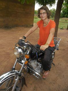 En route avec la moto du service, Nouna, Burkina, 2012