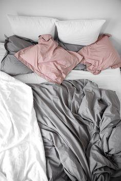 New Bedroom Grey Duvet Inspiration 35 Ideas Pink Bedroom Decor, Gray Bedroom, Bedroom Furniture Sets, Trendy Bedroom, Bedroom Inspo, Bedroom Ideas, Linen Bedroom, Furniture Ideas, Uni Room