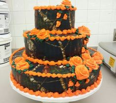 Camo wedding cakes | Pictures and inspirationCamo Wedding Guide