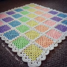 Granny Square Crochet The Patchwork Heart: Granny Square Tutorial Crochet Diy, Baby Afghan Crochet, Crochet Quilt, Manta Crochet, Afghan Crochet Patterns, Crochet Motif, Crochet Designs, Crochet Crafts, Crochet Stitches
