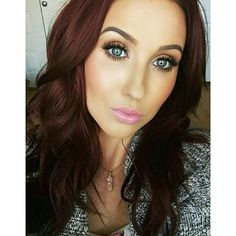 Jaclyn Hill looking fab as usual in Velour Lashes 'Whispie Sweet Nothings'