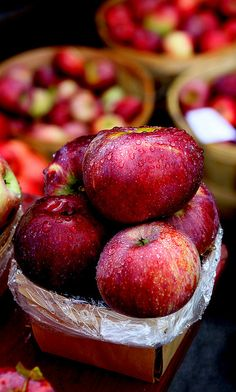 Autumn is here and that means it's apple season! This is the best time to buy sweet and crunchy local apples.