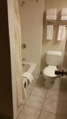 Bathroom, Royal Oak Inn | 3130 Victoria Avenue, Brandon, Manitoba R7A 5Z7, Canada